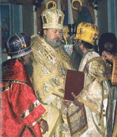 Рукоположение епископа Денверского Григория (Абу-Ассаля). Справа налево: епископ Григорий, митрополит Суздальский Валентин (Русанцов), архиепископ Борисовский Феодор (Гинеевский)