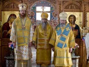 Священный Синод «РПАЦ в Америке». Слева направо: епископ Колорадо-Спрингс Иоанн (Эган), архиепископ Денверский и Колорадский Григорий (Абу-Ассаль), архиепископ Нью-Йоркский Амвросий (Моран-Долгорукий) Январь 2008 г.