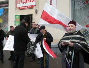 Фото 9. «Протоиерей» Леонид Акалович на одном из митингов политической оппозиции. 2 марта 2008 г., Минск